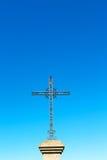 katholisches abstraktes Kreuz im Italien-Himmelhintergrund Stockbilder