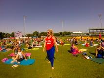 Kathryn Budig -- Yoga-Lehrer Lizenzfreie Stockfotografie