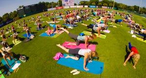 Kathryn Budig -- Yoga-Lehrer Stockfoto