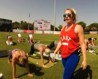 Kathryn Budig -- Yoga-Lehrer Stockfotografie