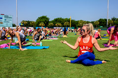 Kathryn Budig -- Yogainstruktör Arkivfoton