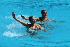 Katie Clark och Olivia Federici av Storbritannien konkurrerar under rutinen för synkroniseringssimningduett fritt på Rio de Janei Royaltyfri Bild