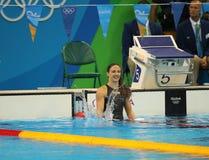 Katinka Hosszu von Ungarn feiert gewinnendes Gold im Schluss Rückenschwimmen das 100m der Frauen des Rios 2016 Olympische Spiele Lizenzfreies Stockbild