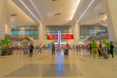 Katmandou, Népal, le 16 novembre 2017 : Intérieur non identifié d'aéroport de Katmandou de personnes le 1er mars 2014, Katmandou, Photographie stock libre de droits