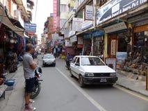 Katmandu gatorna av Thamel Arkivfoton