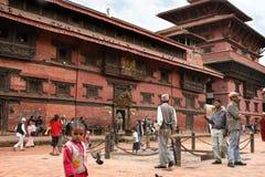 KATMANDU NEPAL - April 2012: Sikt av den Patan Durbar fyrkanten Arkivfoto