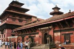 KATMANDU NEPAL - April 2012: Sikt av den Patan Durbar fyrkanten Fotografering för Bildbyråer
