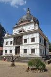 Katmandu, Nepal, complejo de Pashupatinath, lado budista, templo hindú en complejo de la primavera 2015 fue destruida parcialment foto de archivo
