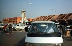 KATMANDU, NEPAL - 22 de enero: Aeropuerto internacional de Tribhuvan, situado en el valle de Katmandú cerca de 5 kilómetros imagen de archivo