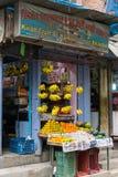KATMANDU, NEPAL 16 DE MARZO: Las calles de Katmandu el 16 de marzo, Fotografía de archivo
