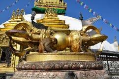 Katmandu Nepal, den buddistiska vajraen är det rituella och mytologiska vapnet i Hinduism, tibetan buddism och Jainism arkivbilder