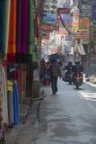 KATMANDU, NEPAL - FEBRUARI 10, 2015: De straten van Katmandu, Stock Afbeelding