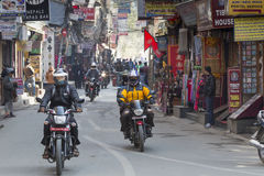 KATMANDU, NEPAL - FEBRUARI 10, 2015: De straten van Katmandu, Royalty-vrije Stock Fotografie