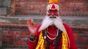 KATMANDU NEPAL - JUNI 2013: Sadhu People traditionell hinduisk dräkt arkivfilmer
