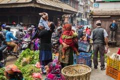 KATMANDU NEPAL-MARCH 16: Gatorna av Katmandu på mars 16, Fotografering för Bildbyråer