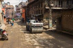 KATMANDU NEPAL-MARCH 16: Gatorna av Katmandu på mars 16, Royaltyfri Bild
