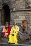 KATMANDU NEPAL - NOVEMBER 03: Heliga Sadhu män med traditionellt Arkivfoto