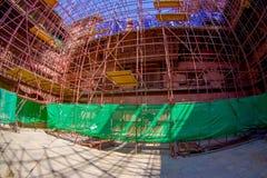 KATMANDU NEPAL OKTOBER 15, 2017: Härlig sikt av några byggnader i rekonstruktion efter jordskalvet i 2015 av Arkivbild