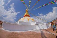 KATMANDU, NEPAL 15 OKTOBER, 2017: Unesco-stupa van Boudhanath van het erfenismonument en zijn kleurrijke vlaggen in daglicht met  Royalty-vrije Stock Fotografie