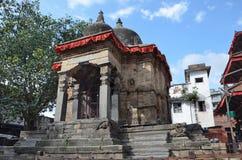 Katmandu, Nepal, templo hindú antiguo en el cuadrado de Durbar En puede el cuadrado 2015 destruido parcialmente durante el terrem fotos de archivo