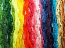Katoen gekleurde draden voor borduurwerk Stock Afbeeldingen