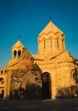 Katoghike den äldsta fortleva kyrkan i Yerevan och nytt religiöst komplex med helgonet Anna Church Planlägg och model min äga Sta Arkivfoton