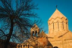 Katoghike den äldsta fortleva kyrkan i Yerevan och nytt religiöst komplex med helgonet Anna Church Planlägg och model min äga Sta Royaltyfria Foton