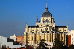 Katolicki Katedralny Santa Maria los angeles Real De Los Angeles Almudena w Madryt, Hiszpania Zdjęcie Stock