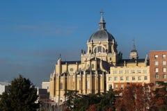 Katolicki Katedralny Santa Maria los angeles Real De Los Angeles Almudena w Madryt, Hiszpania Fotografia Royalty Free
