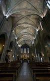 Katolsk domkyrkainre. Salong de Provence. fotografering för bildbyråer