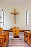 Katolsk interiorkyrka Arkivfoton