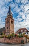 Katolsk kyrka i Bergheim, Alsace, Frankrike Arkivfoton