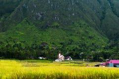 Katolsk kyrka nära den Ambarita byn. Royaltyfria Foton