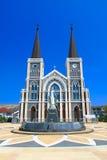 Katolsk kyrka och blå sky royaltyfria bilder