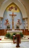 Katolsk kyrkaaltare Arkivbilder