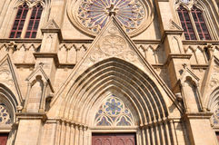 katolsk kyrkadetaljexternal Royaltyfria Foton