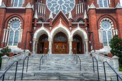 katolsk kyrkafacade Arkivfoton