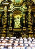 Katolsk kyrkainredetaljer Arkivbild