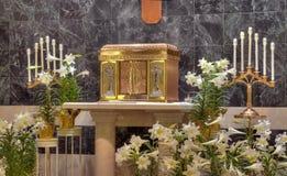 katolsk kyrkatabernacle Arkivfoto