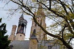 Katolsk kyrkatorn på höst Royaltyfri Foto