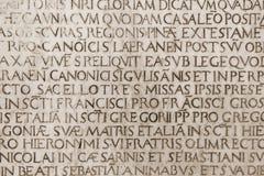 katolsk medeltida inskriftlatin royaltyfri bild