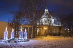 Katolska Adventstearinljus i den Daugavpils staden Royaltyfri Bild