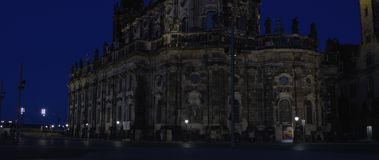 Katolska kyrkan av den kungliga domstolen av Sachsen den RÖDA 5K ws 21:9 Fotografering för Bildbyråer