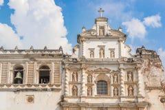 Katolska kyrkan kallade Iglesia de San Francisco i Antigua, Guat Fotografering för Bildbyråer