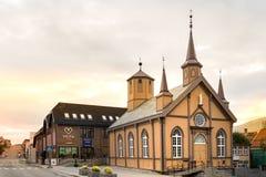 Katolskt vårt hus för dam Church And Bishops i Tromso, Norge fotografering för bildbyråer