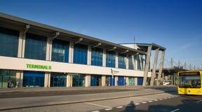 Katowice flygplatsfolkhop - terminal B Royaltyfri Foto