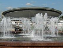 KATOWICE, SILESI?, Polen-Fontein op centrale rotonde royalty-vrije stock foto's