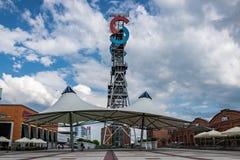 KATOWICE, SLASK/POL?NIA - 7 de maio de 2019: Antiga mina, e agora um complexo de compra moderno ?centro da cidade de Silesia ? fotos de stock