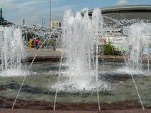 KATOWICE, SLESIA, Polonia-fontana sulla rotonda centrale fotografia stock