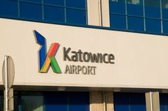 Katowice - tecken på flygplats Arkivbild